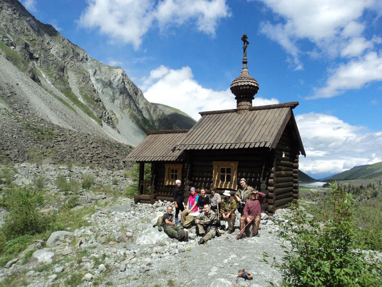 Часовенка в горах
