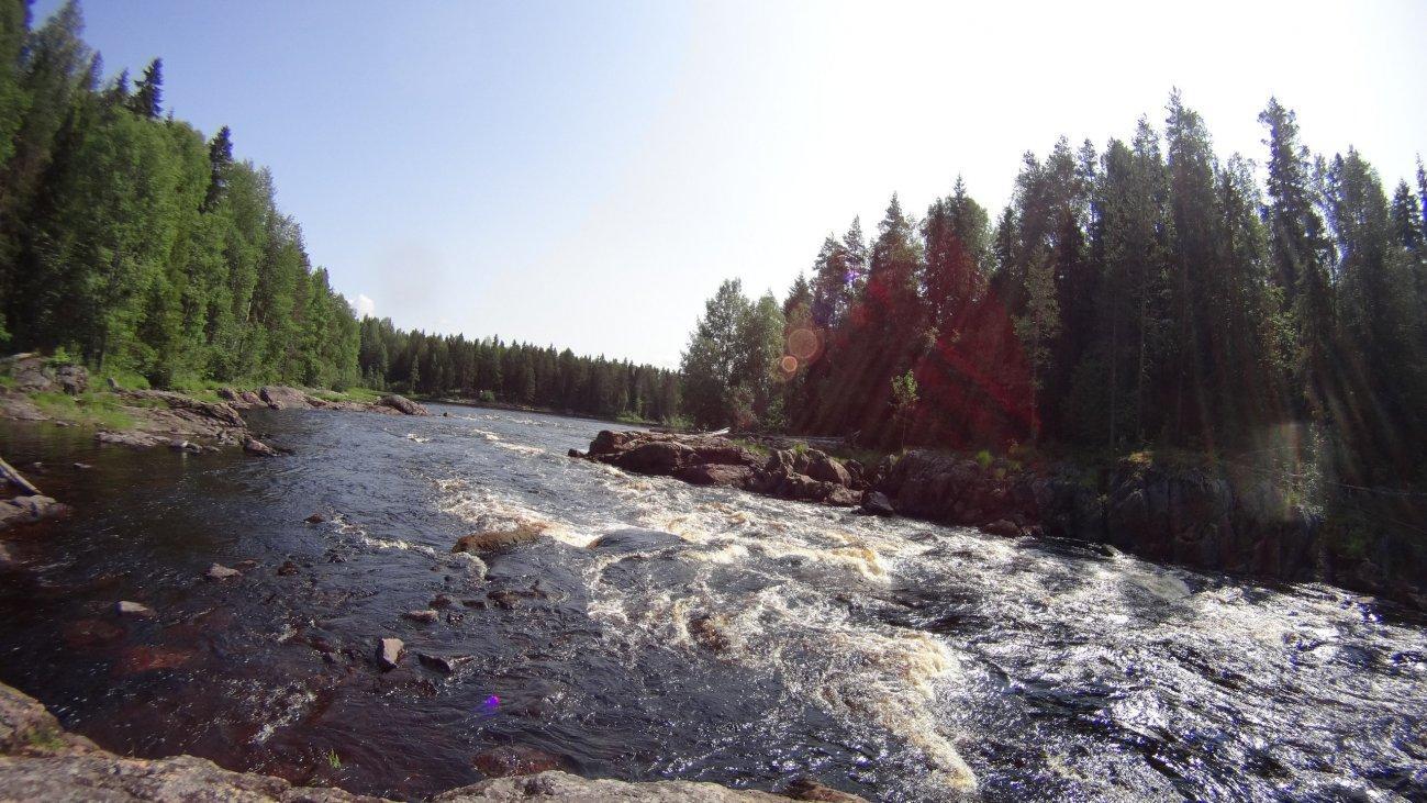 Горная суровая река