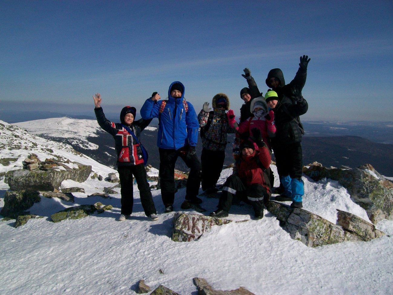 Покорение горы с друзьями