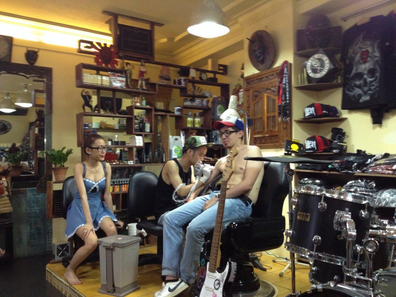 Наколка татуировки в Камбодже