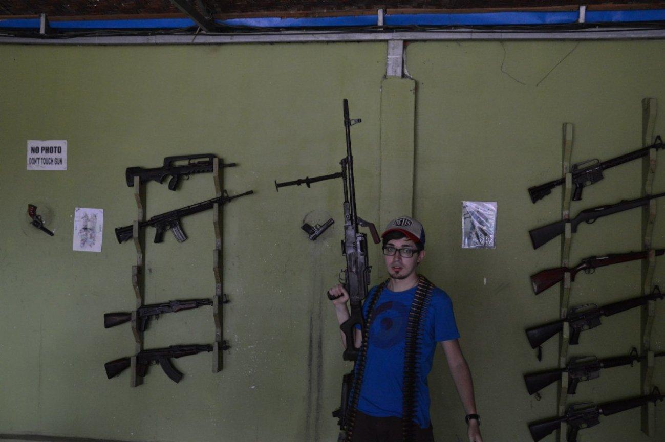 В Камбодже с оружием в руках