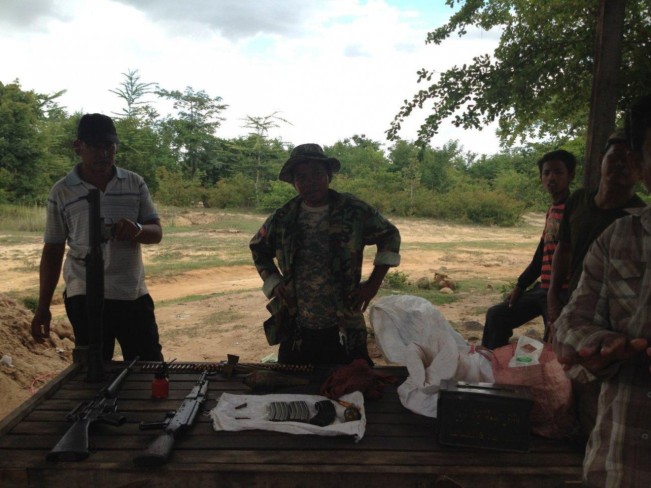 Камбоджийцы торгуют оружием и сдают его на прокат