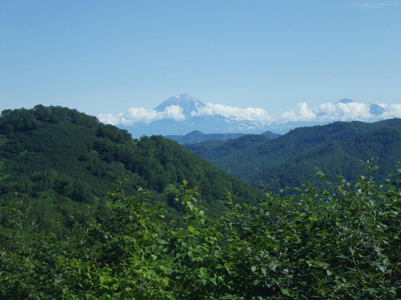 Величественная гора в дали