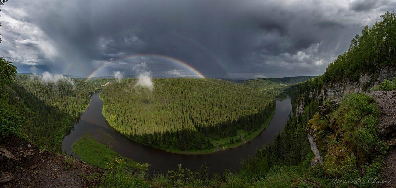 Великолепная панорама реки и радуги