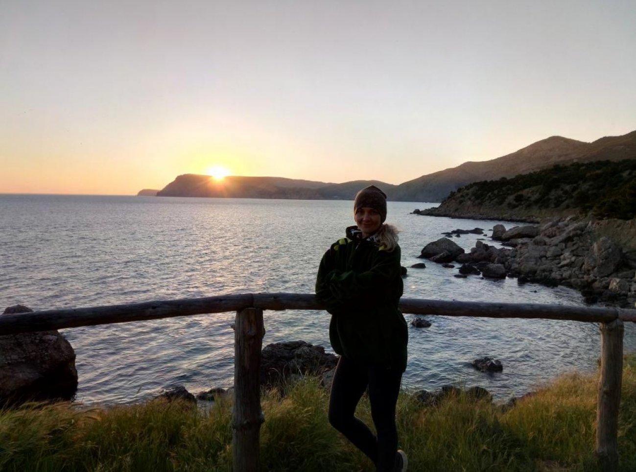 На фоне морского заката