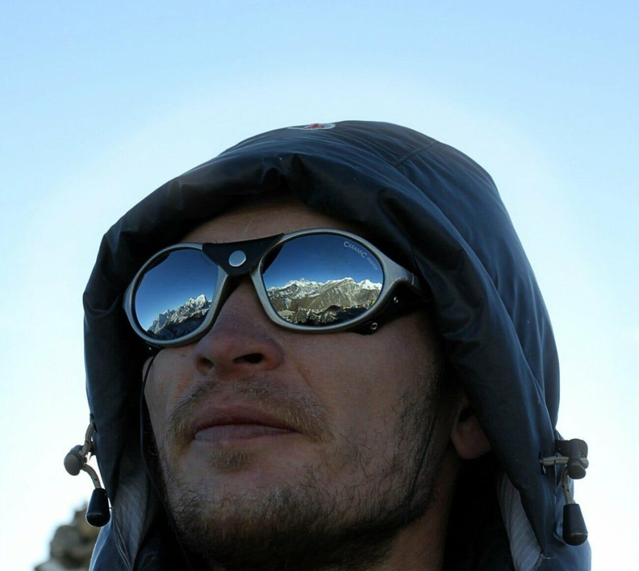 Александр Чазов в очках на восхождении
