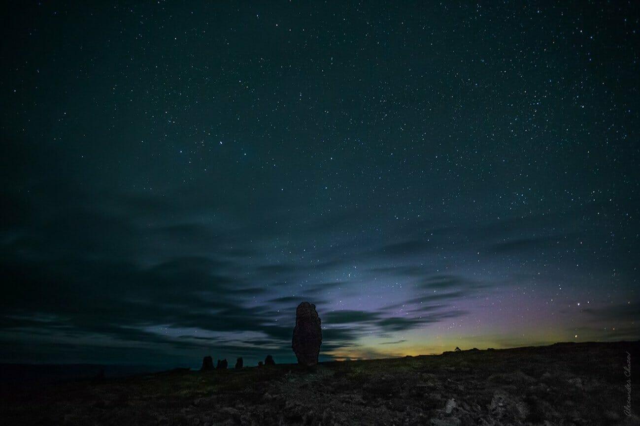 Ночное небо над Маньпупунером и яркие звезды