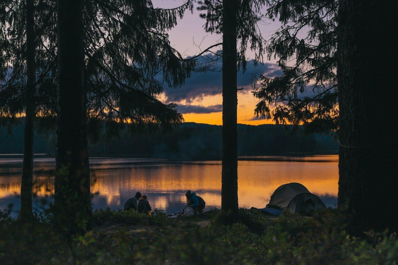 Отдых на озере в турпоходе
