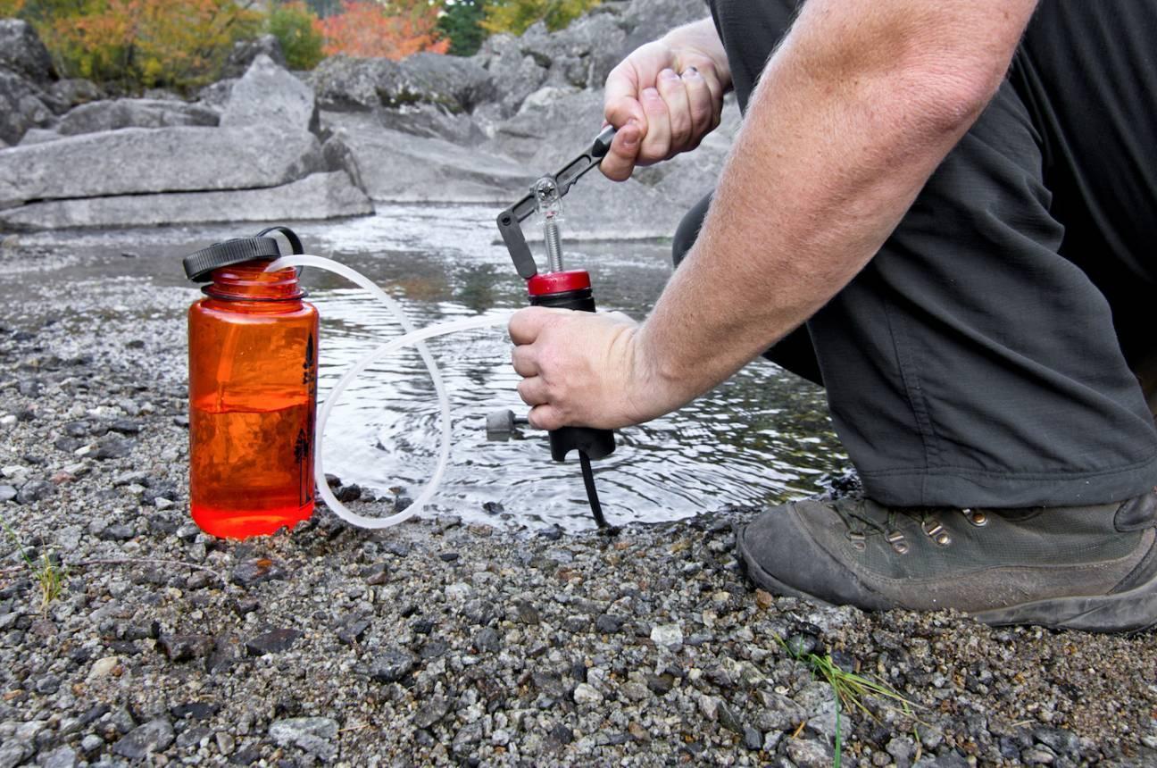 Фильтр для воды в туристическом походе