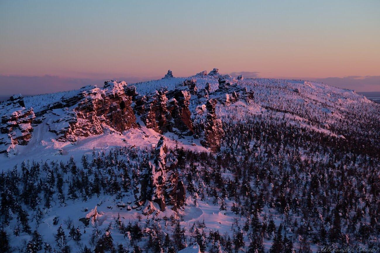 Заснеженные горы Урала зимой