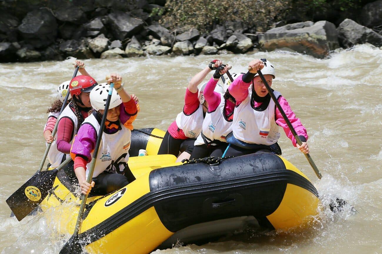 Экстремальный сплав по горной реке с порогами