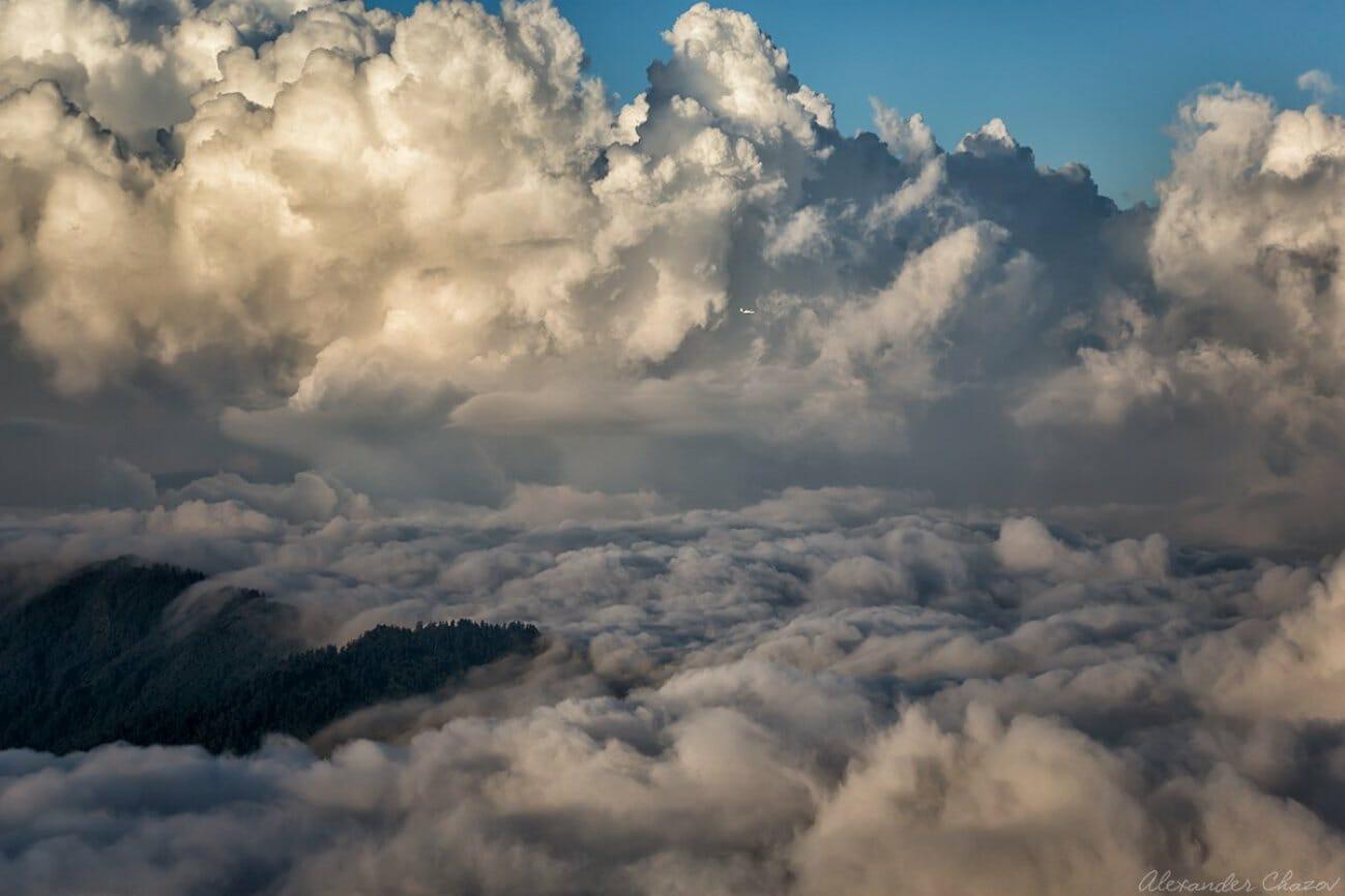 Грандиозные облака над долиной