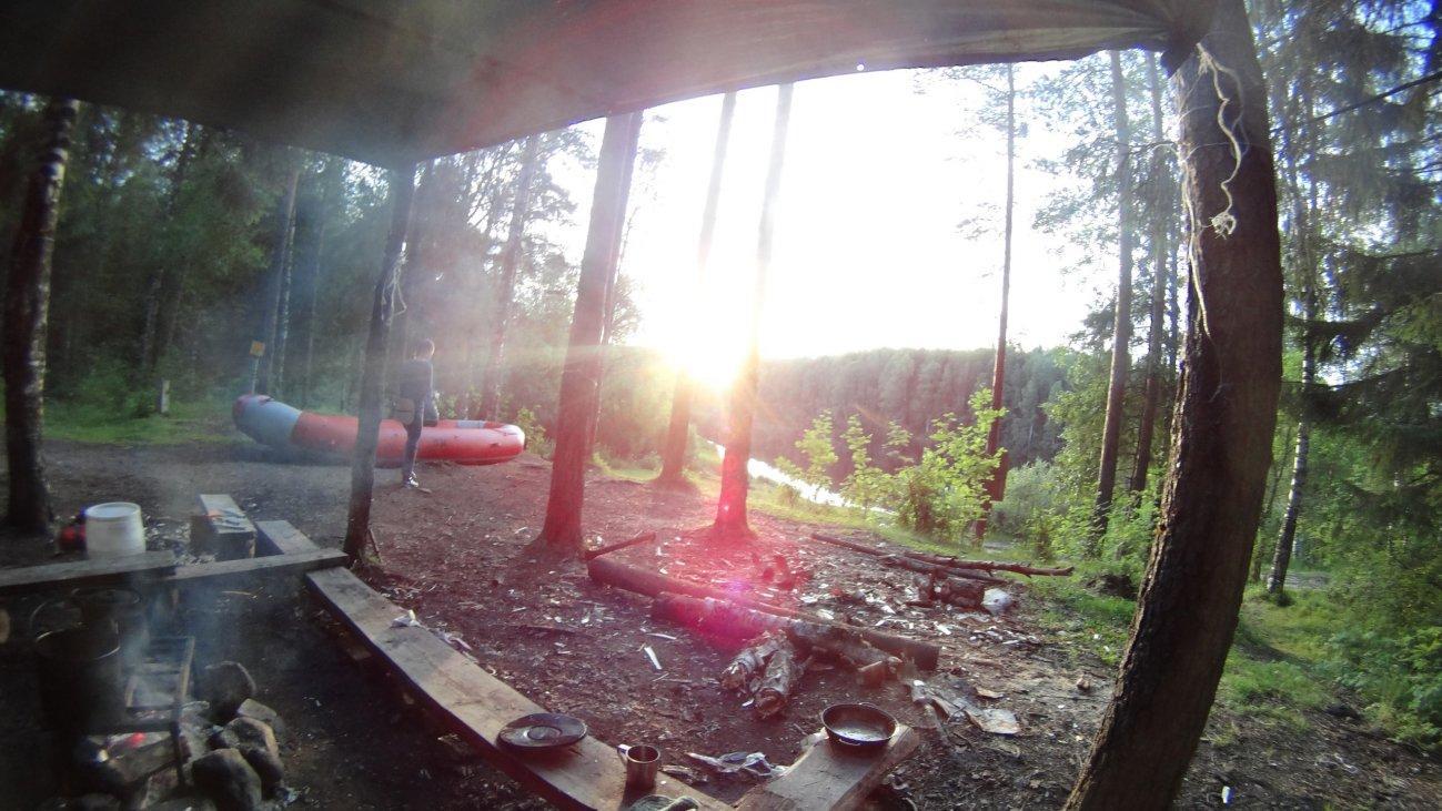 Отдых в лесу в беседке