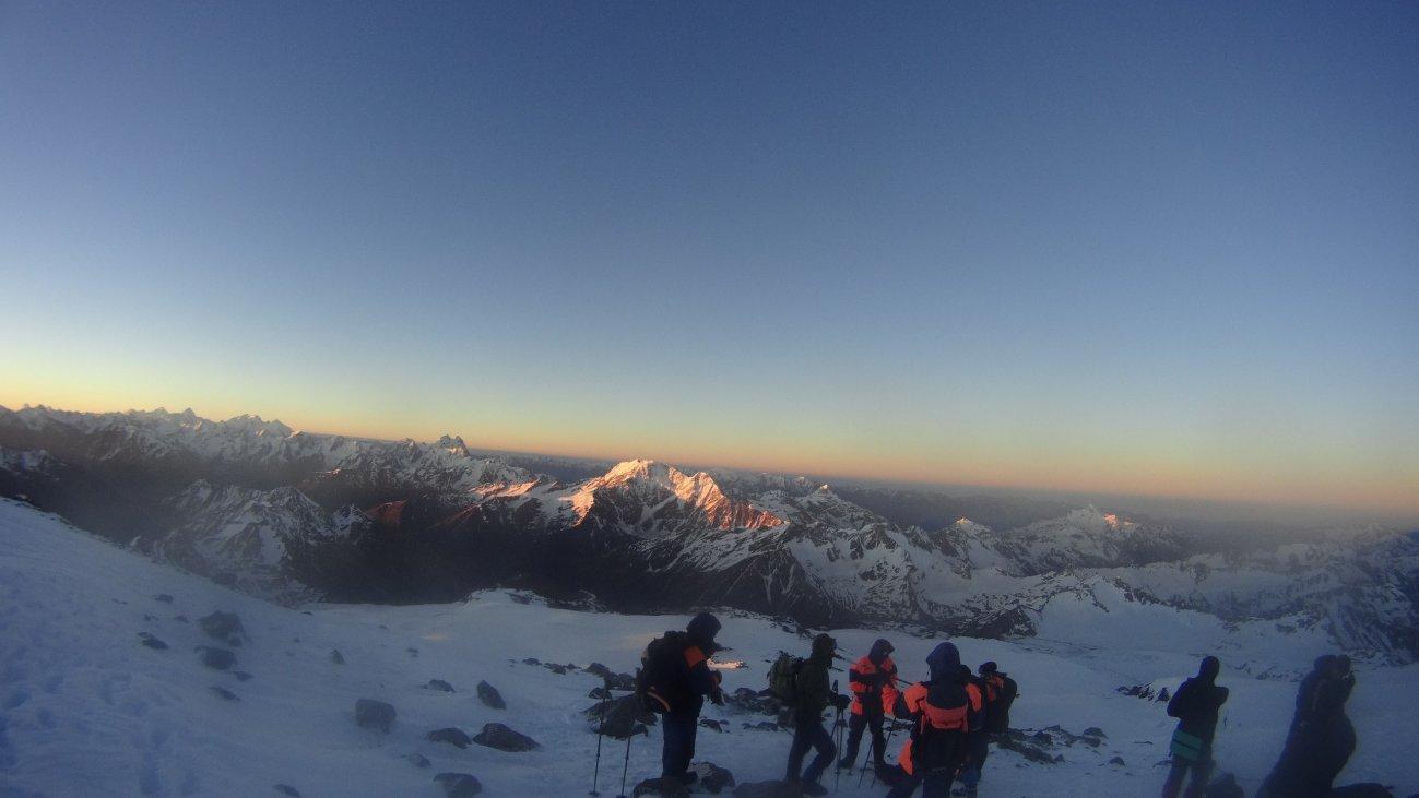 Восхождение с друзьями на Эверест
