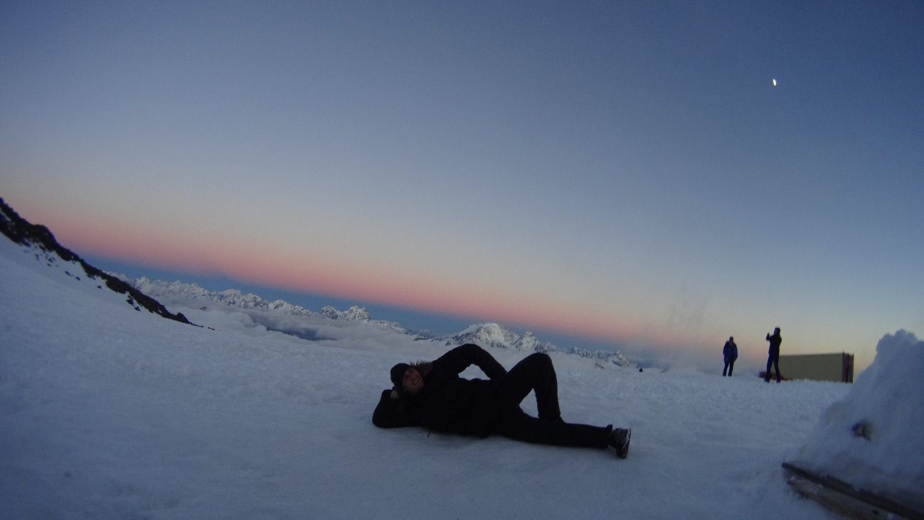 Отдых на снегу на горе