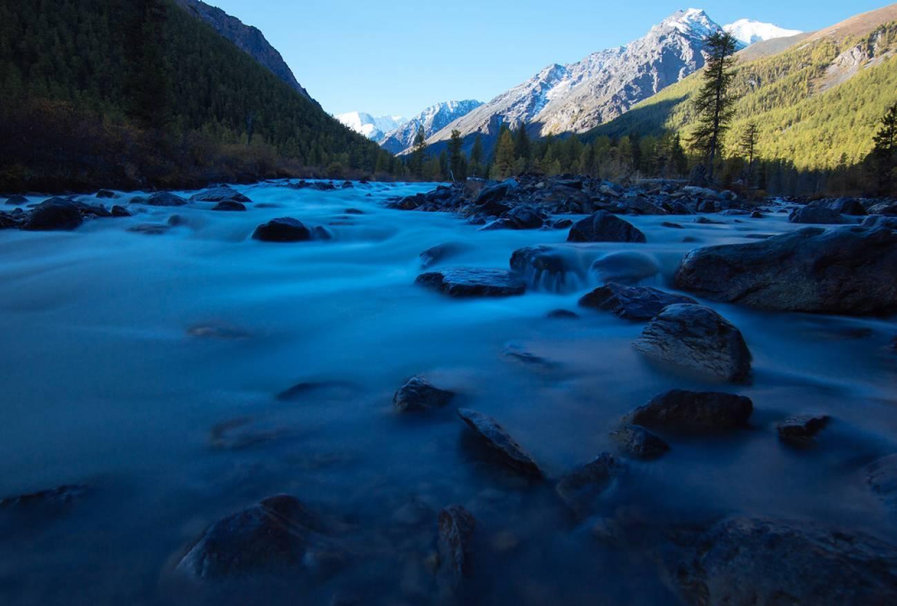 Высокогорная река и камни