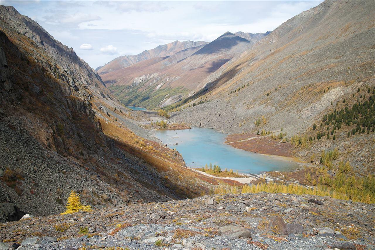 Озеро в долине Алтая