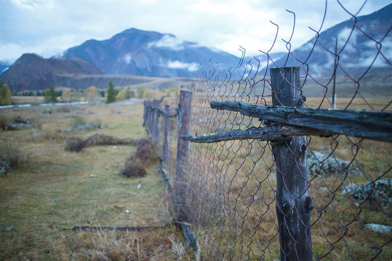 Старый забор на Горном Алтае