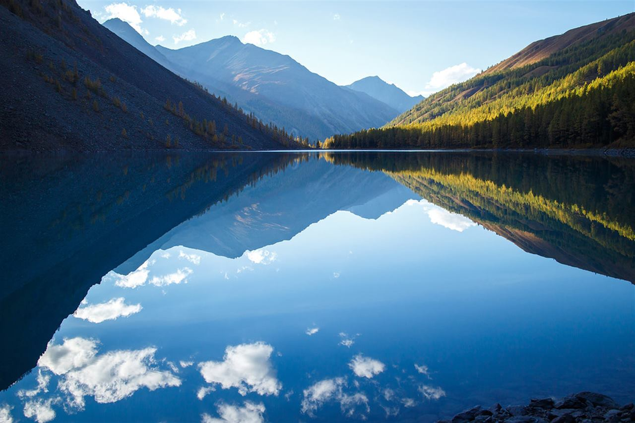 Зеркальное озеро на Алтае
