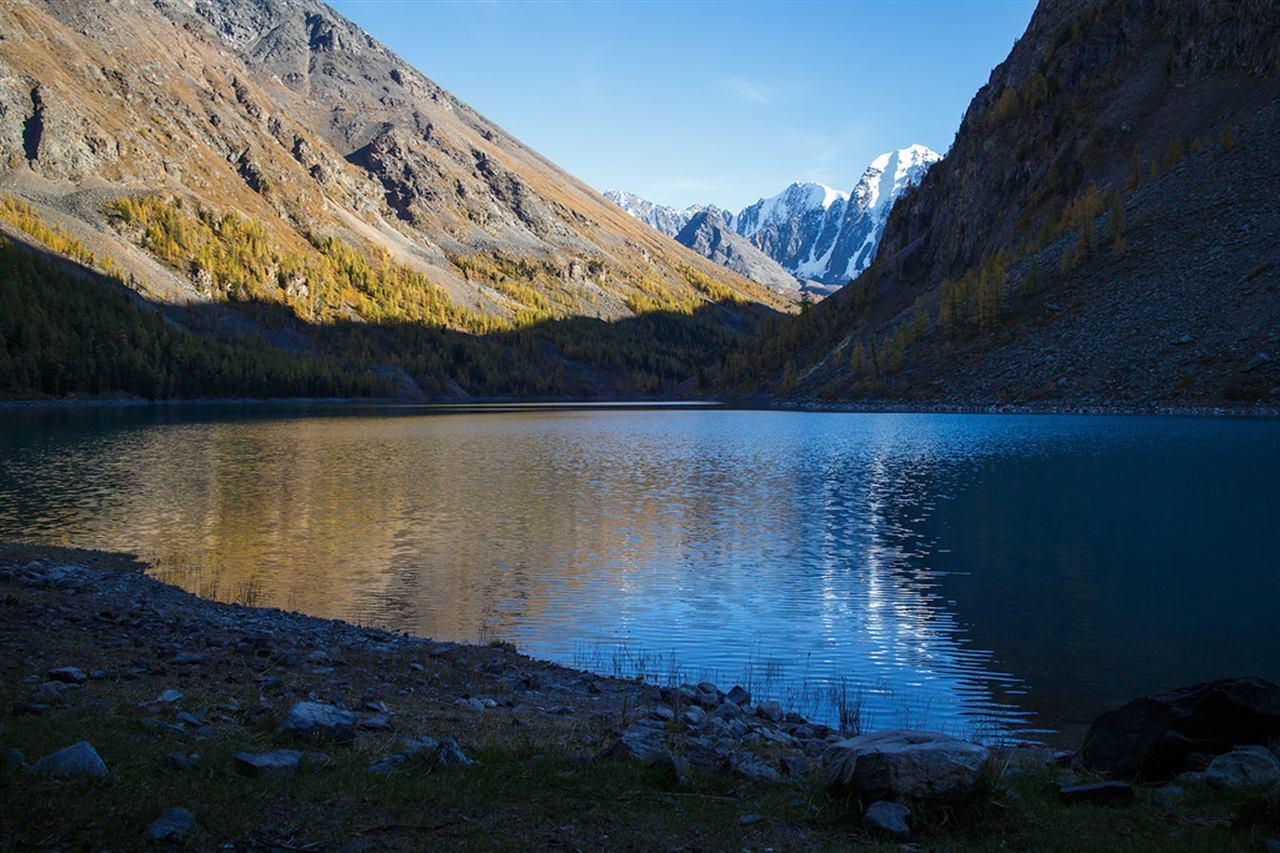 Озеро на Алтае в закате