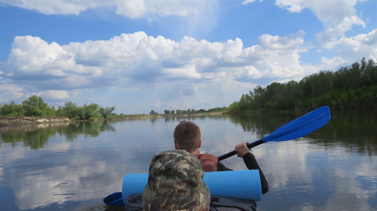 Сплав по реке на лодке