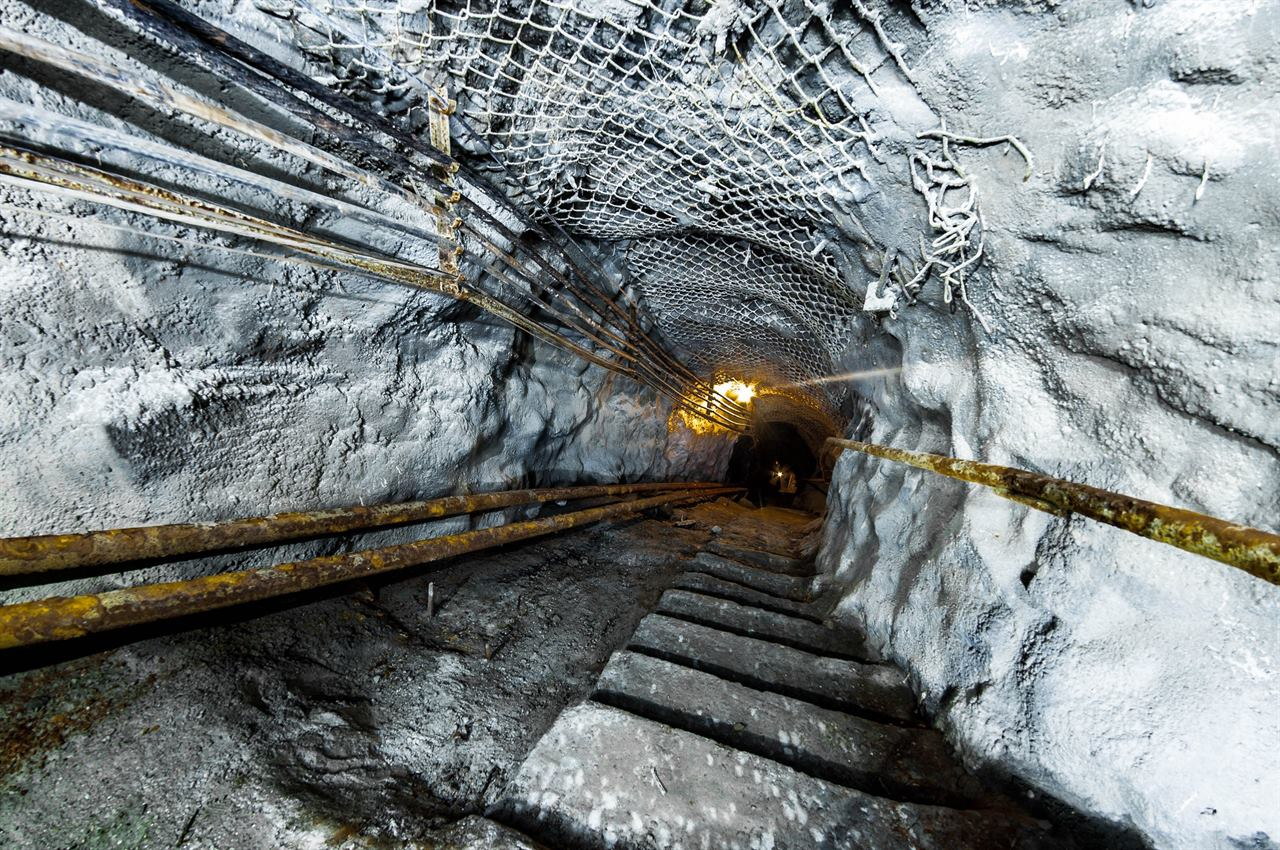 Глубокий спуск в шахту