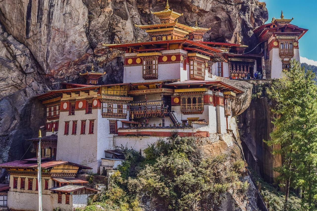 Буддийский храм в Гималайх