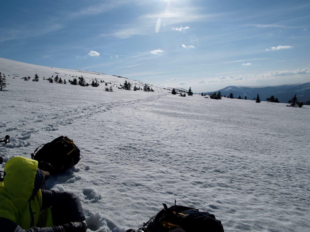 В походе в горах зимой