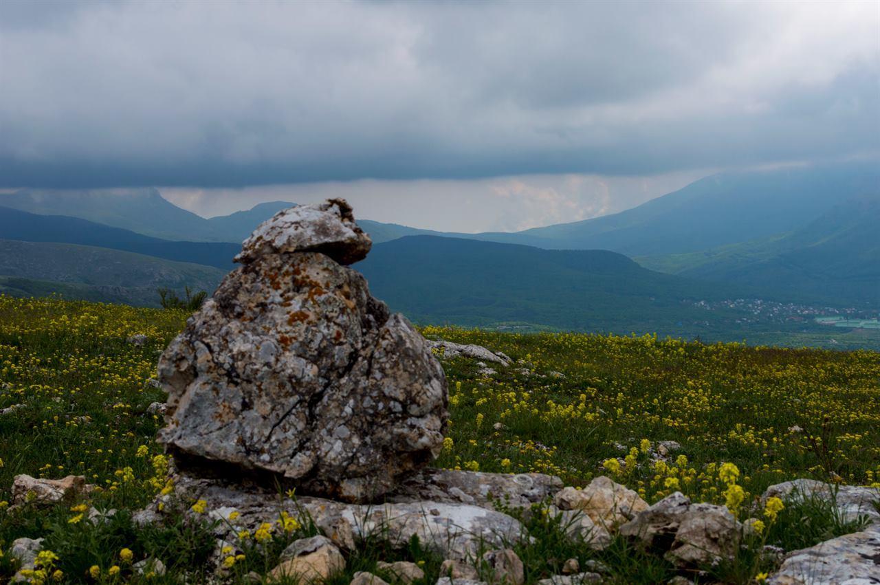Природа гор, скалы, камни, валуны