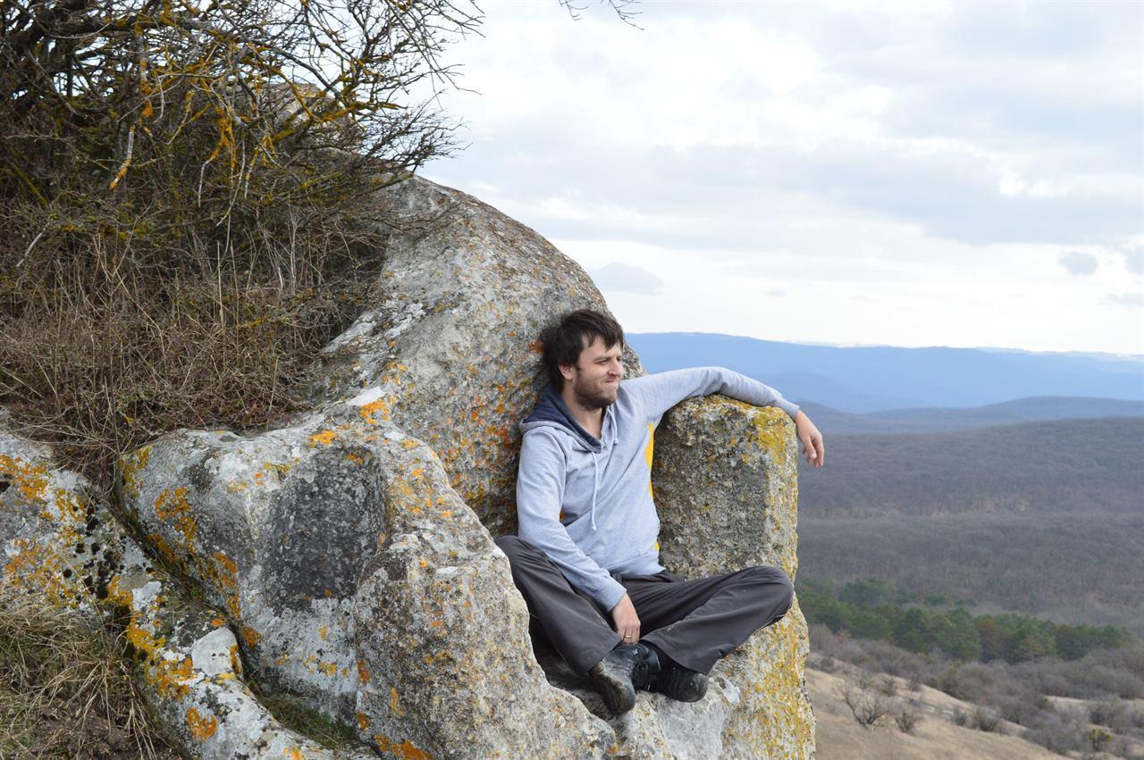 Отдых в походе на скале