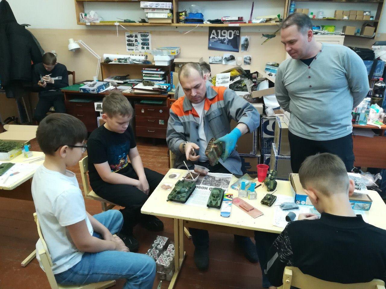 Изготовление моделей в кружке с детьми