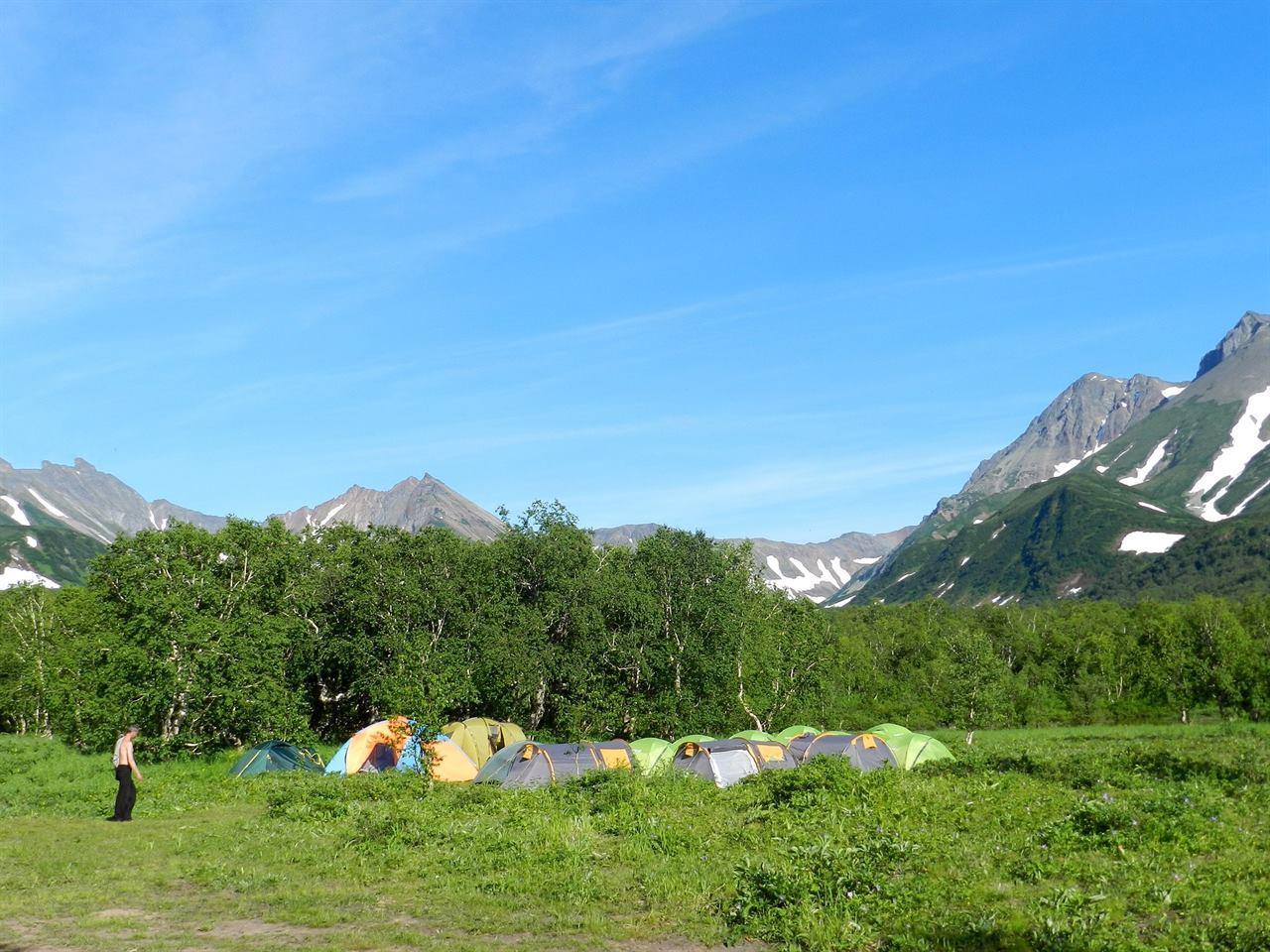 Много палаток в походе