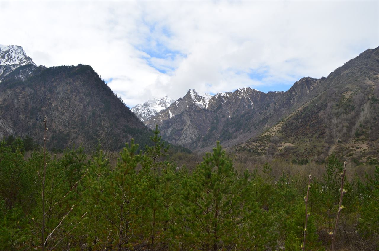 Высокие безоблачные горы