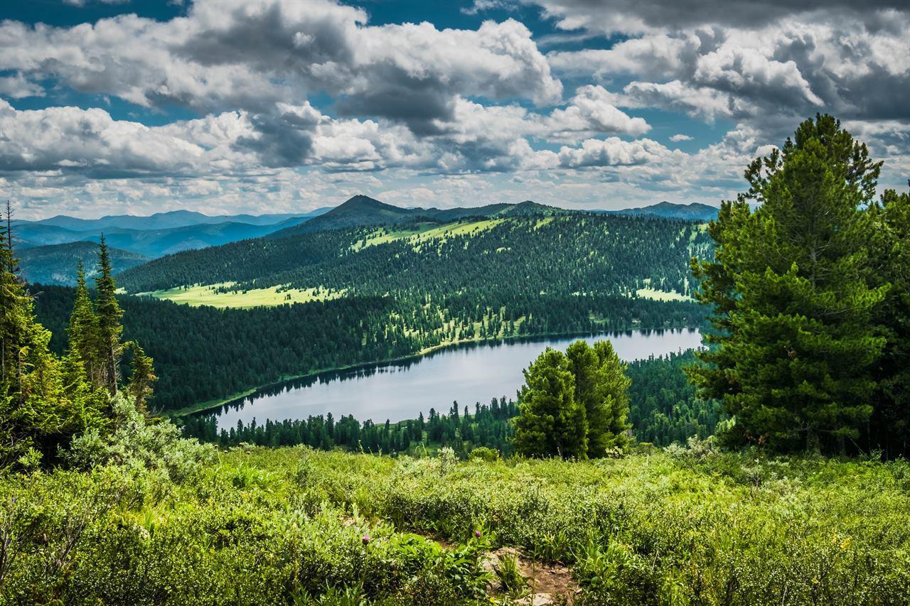 Горное озеро на Урале