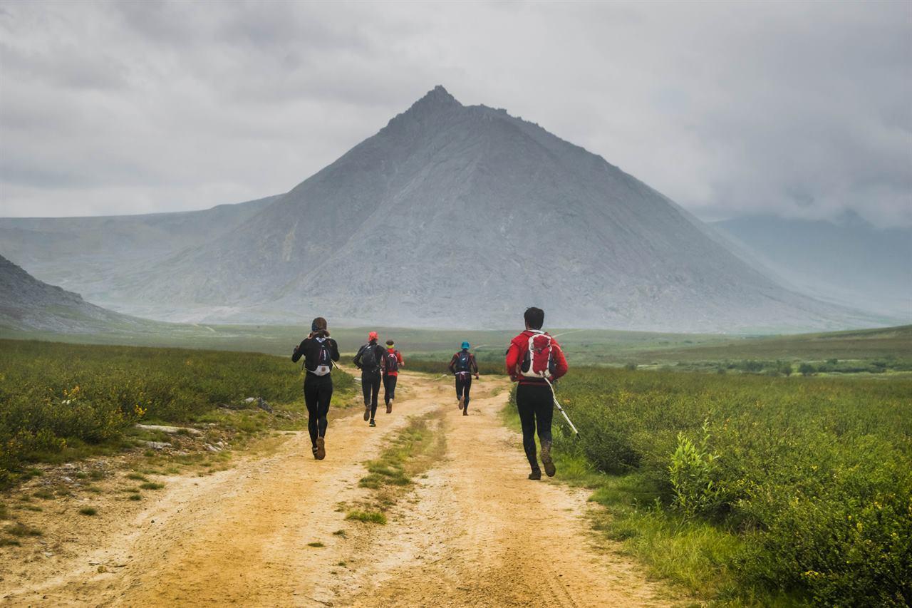 Туристы на Северном Урале участвуют в горном марафоне
