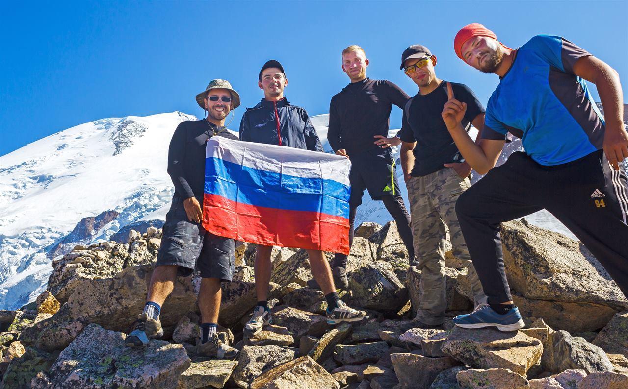 Фото в горах с флагом