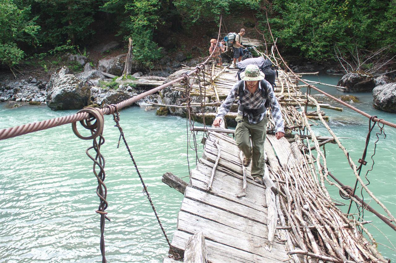 Переправа через разрушенный мост