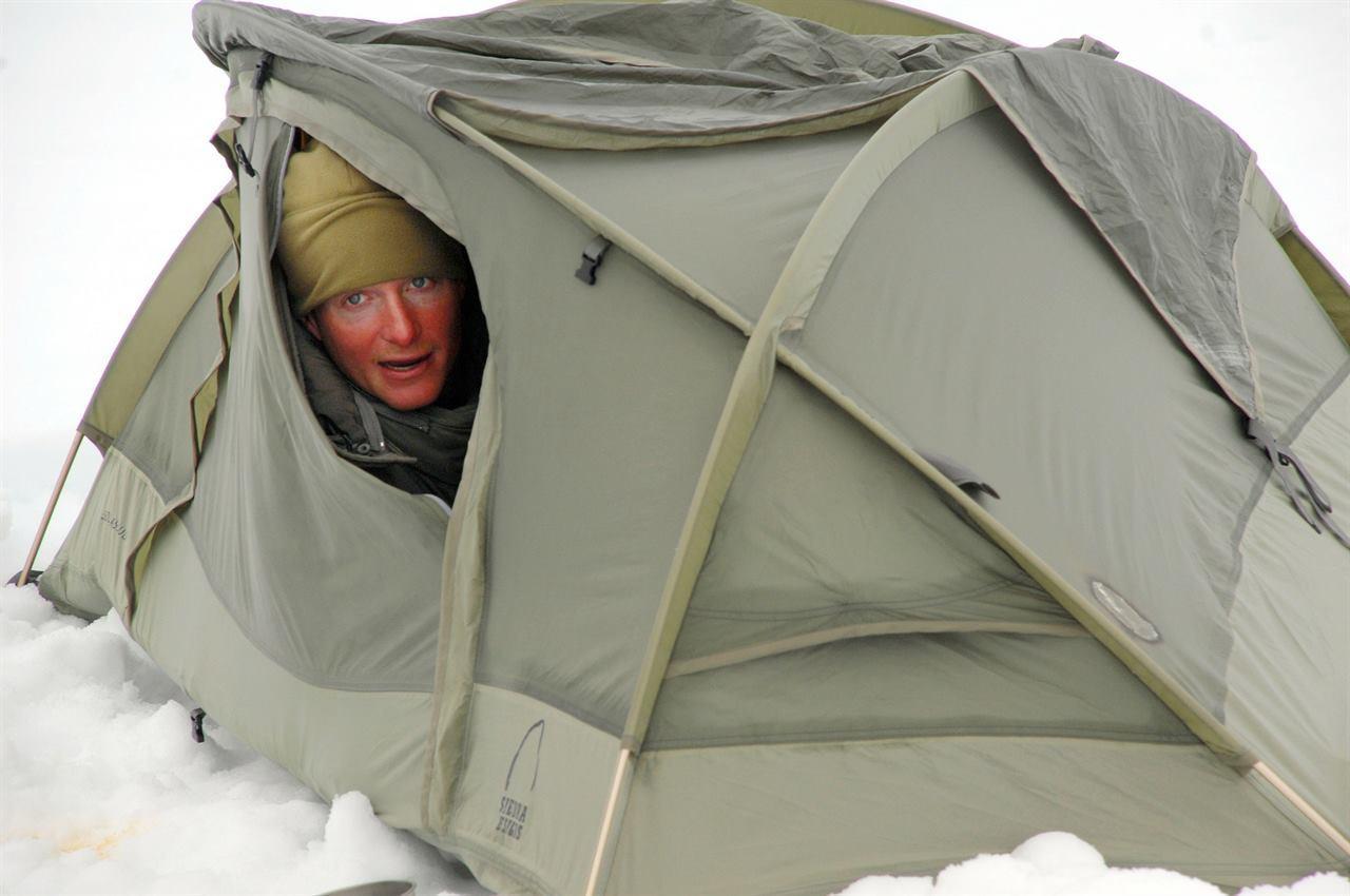 Турист в палатке