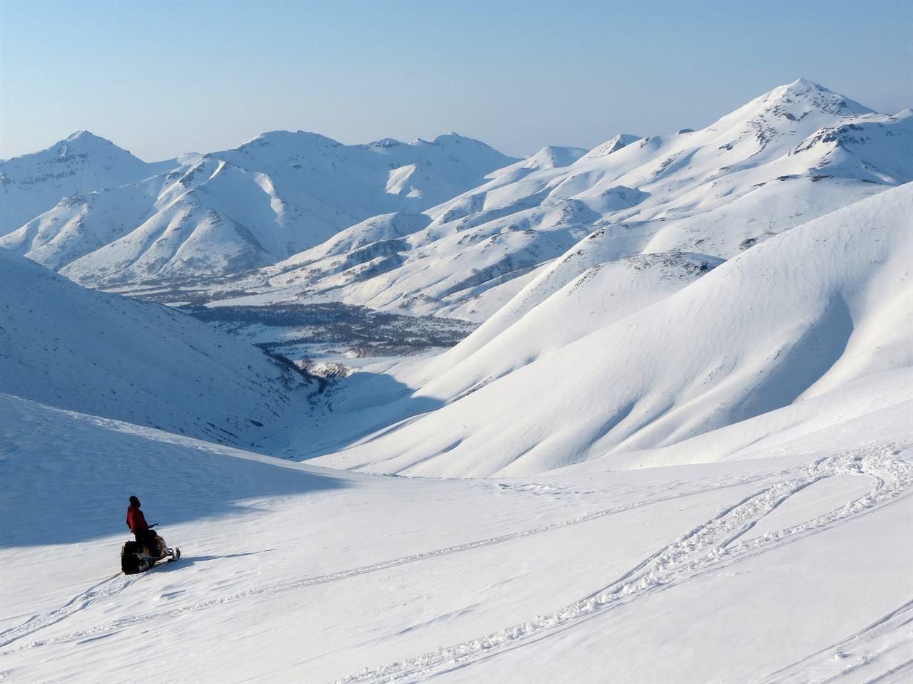 Зимой в горах на снегоходе
