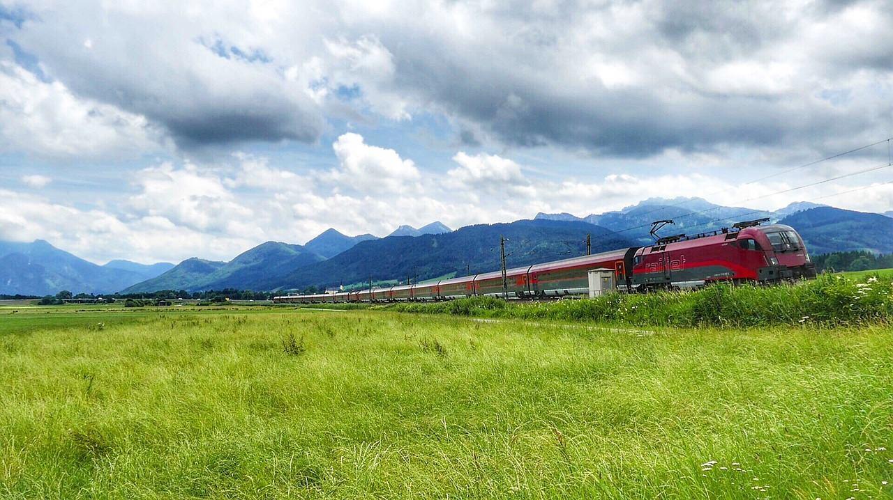 Электропоезд в путешествии