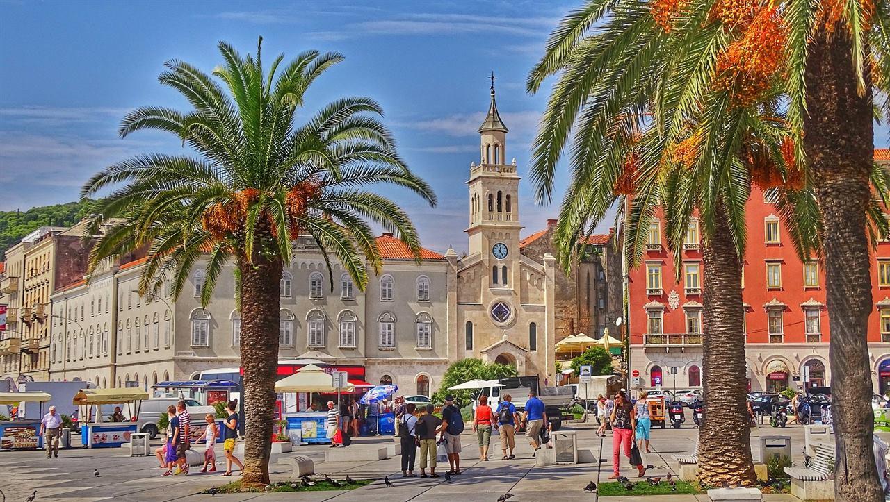 Туристический город летняя жара