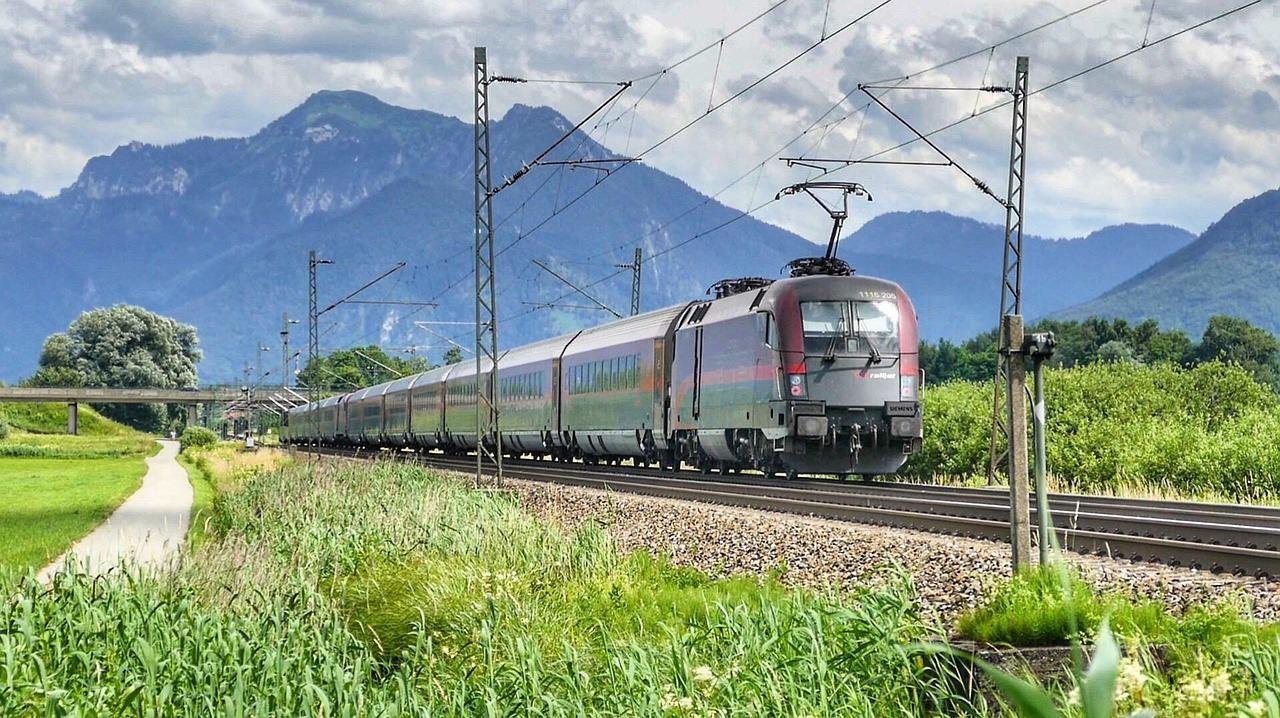 Путешествие на поезде в горах