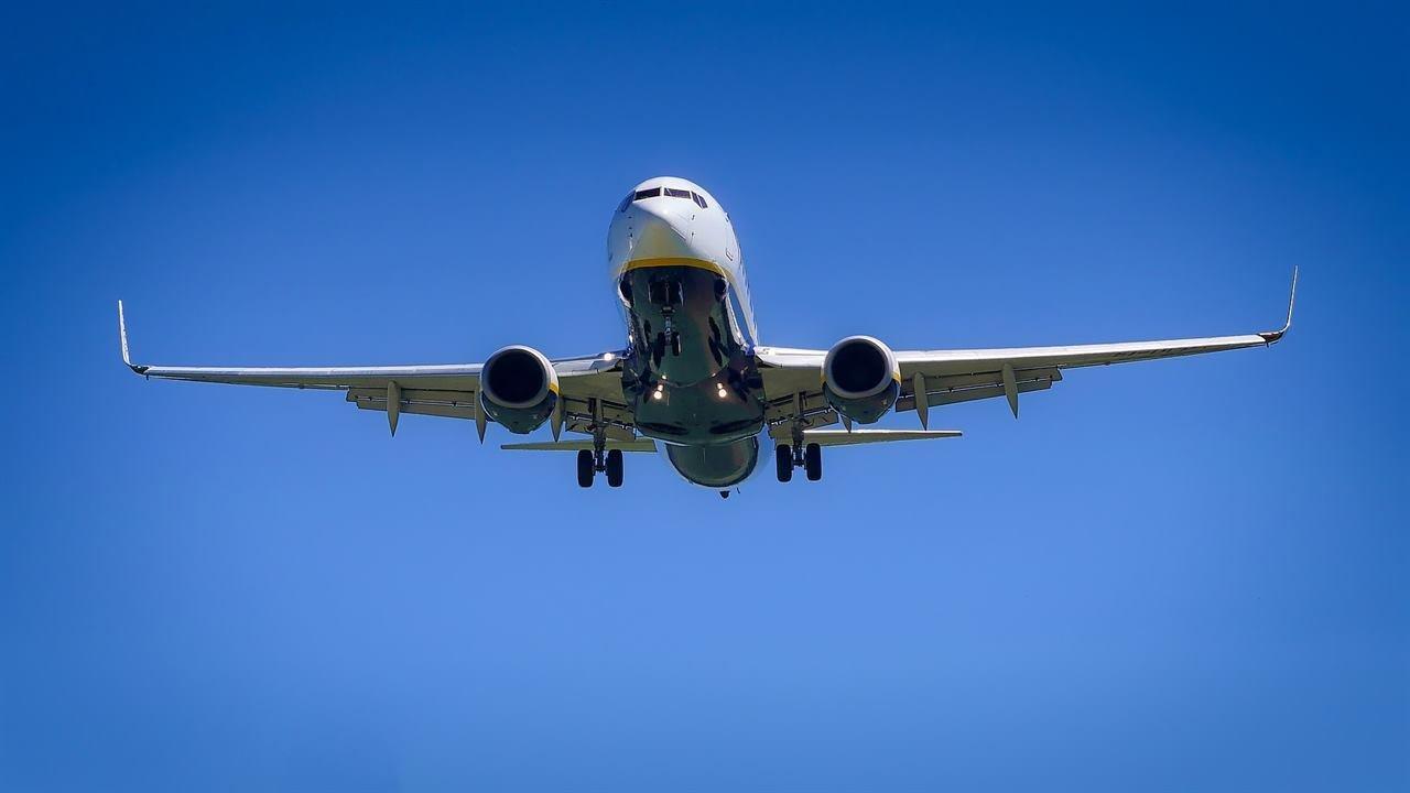 Полет пассажирского авиалайнера