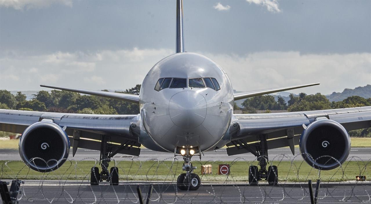 Авиалайнер на аэродроме