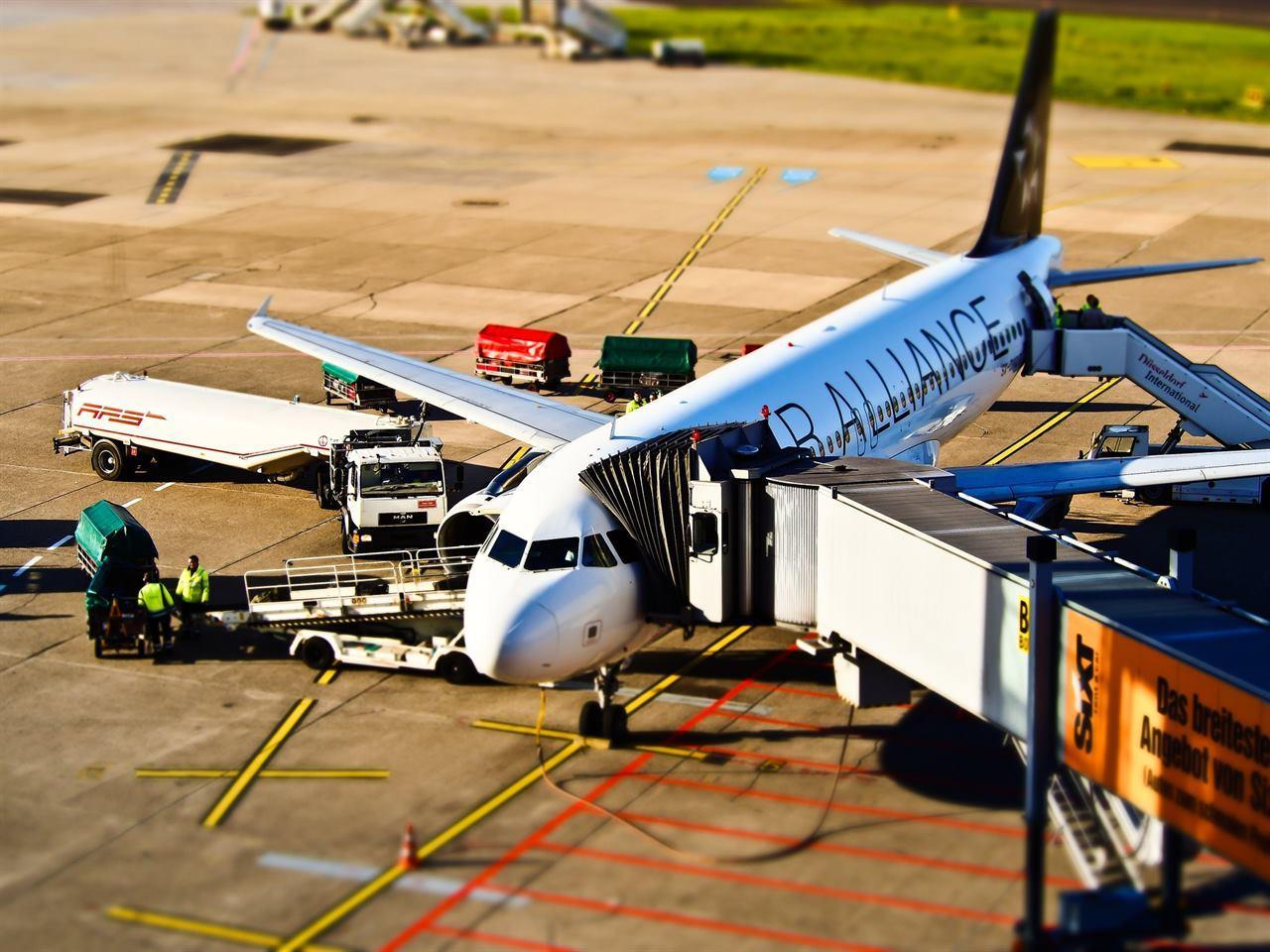 Обслуживание авиалайнера в аэропорту