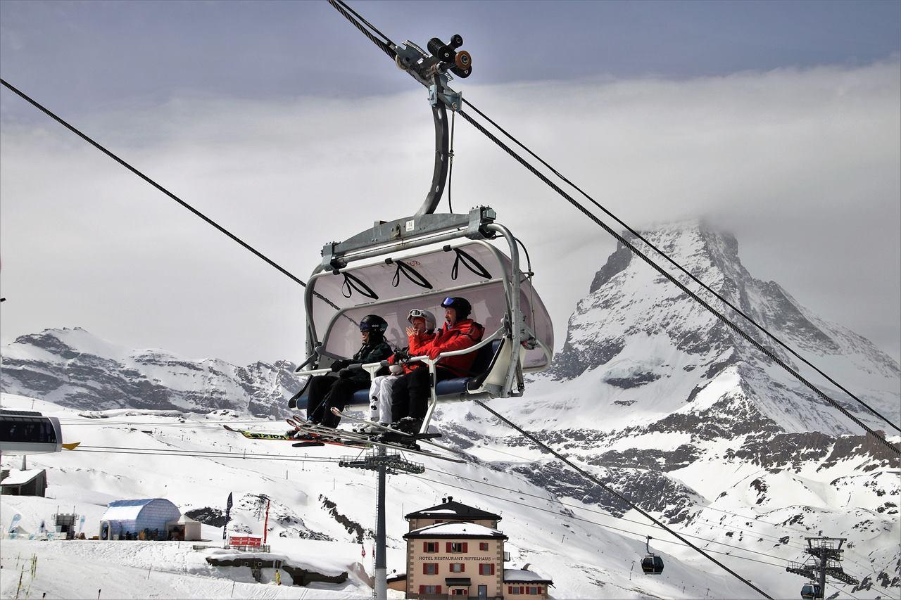 Туристы на горнолыжном курорте