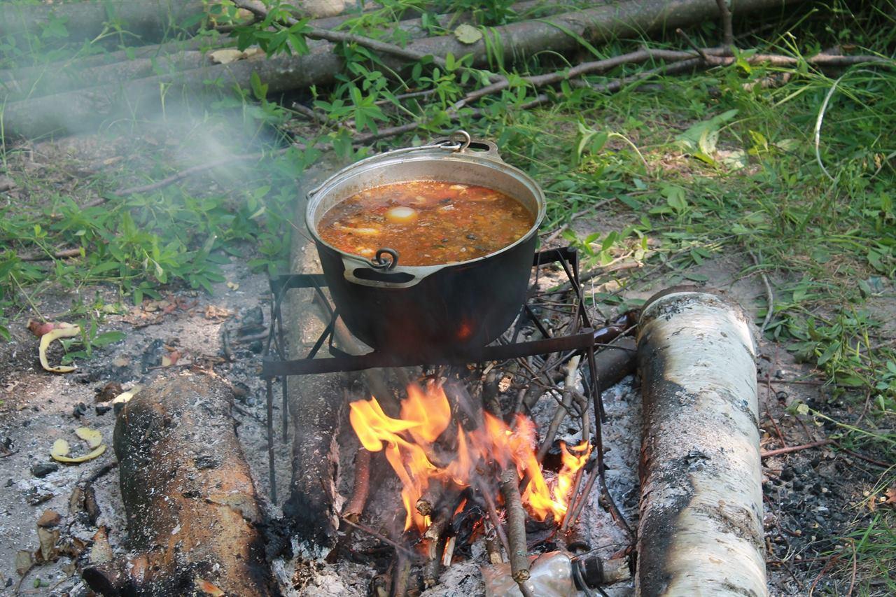 Насладиться неповторимым ужином, приготовленным на костре