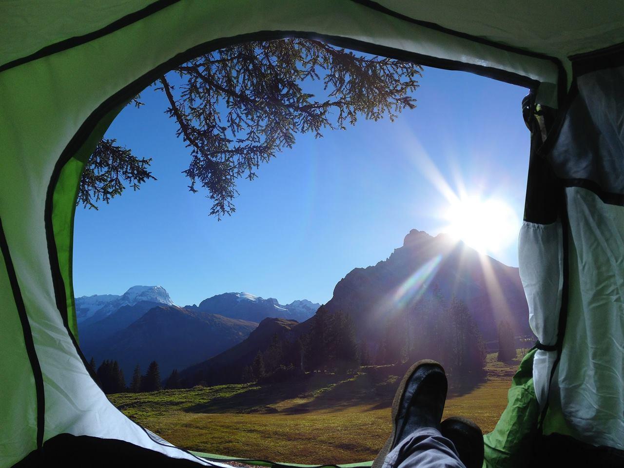 Проснуться утром в спальном мешке в палатке и насладиться моментом
