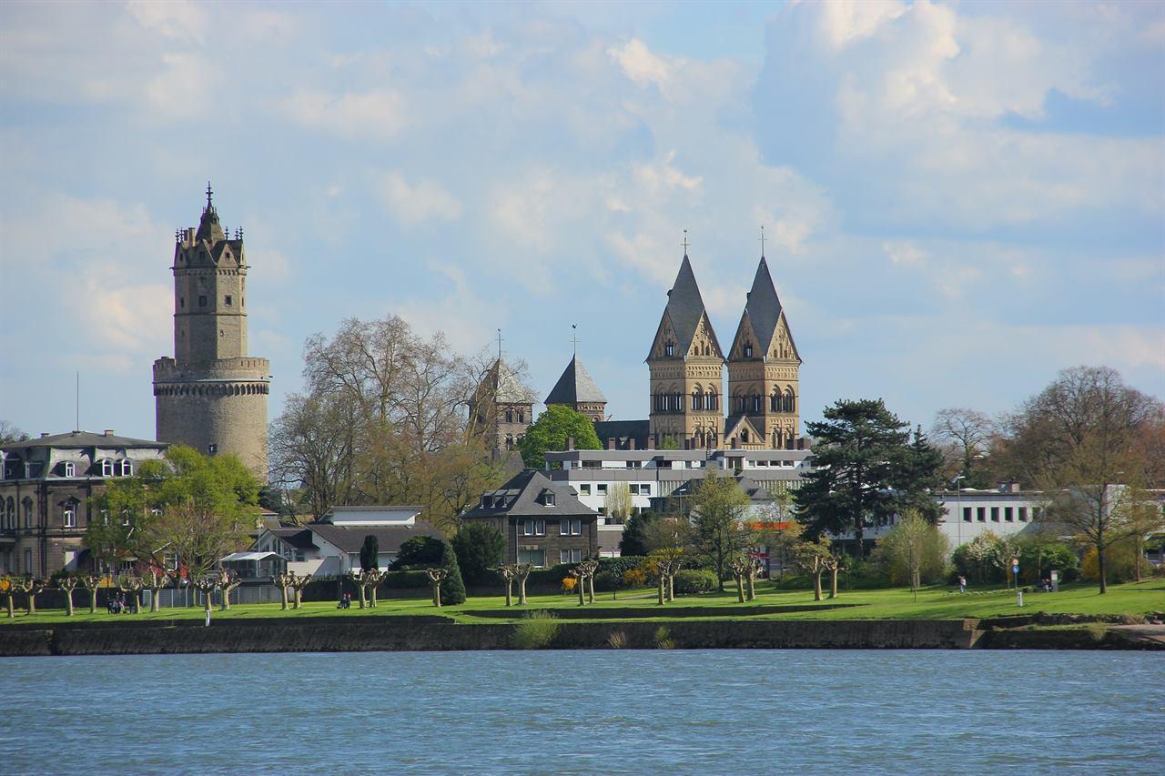 Бонн Германия замок