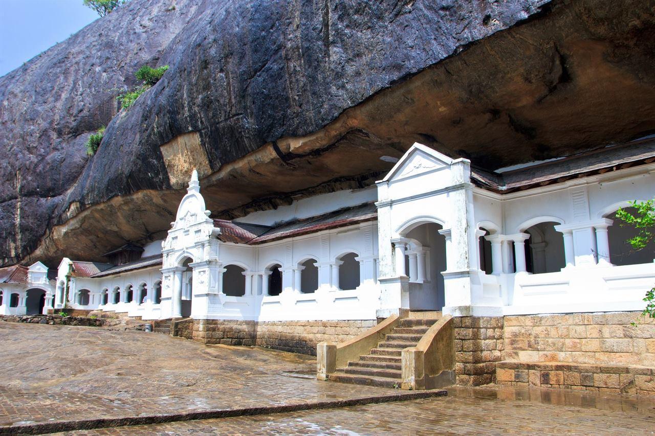 Шри-Ланка храм в скале